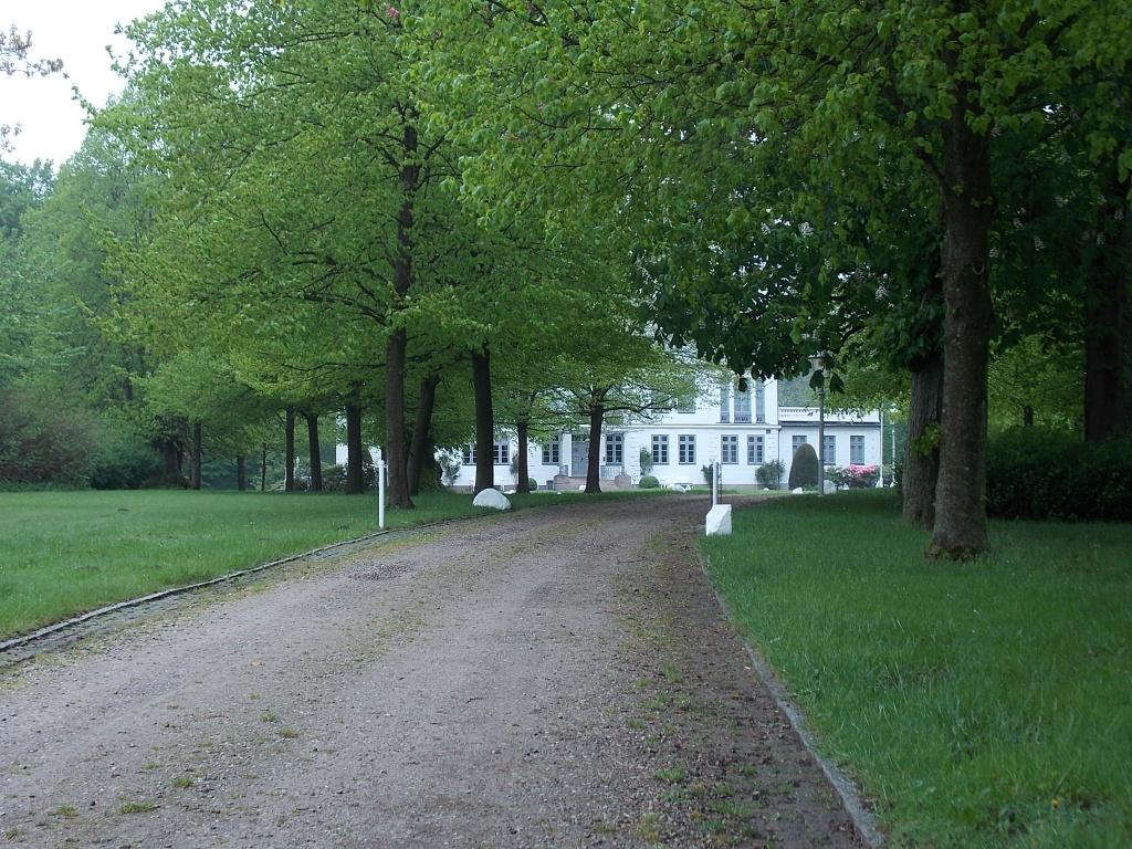 Gut Kluvensiek im Hintergrund das Herrenhaus