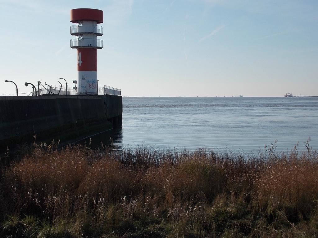Elbe Leuchtturm Mole IV