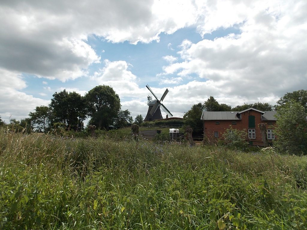 """Langenrader Mühle """"Sventana"""" eine hübsche Mühle am Wegesrand."""