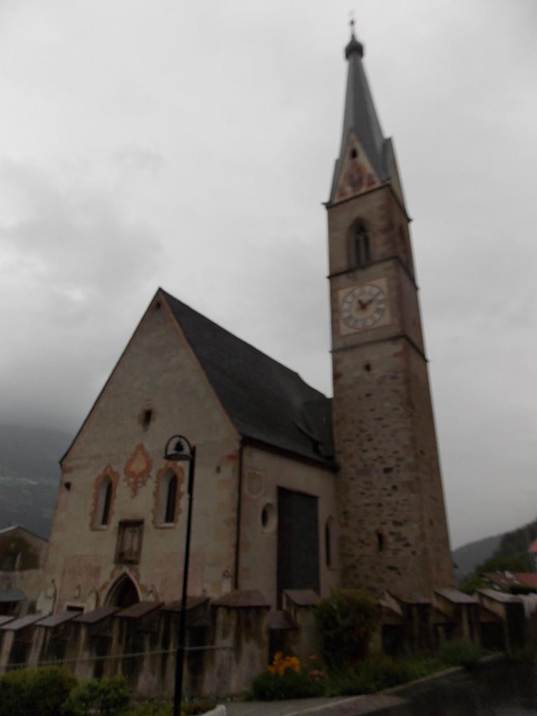 Tschengls Kirche Pfarrei Maria Geburt Etschweg