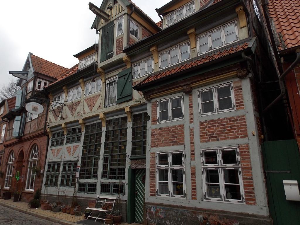 Lauenburg Elbstraße Brau- und Brennhaus. Ein sehr schönes altes Haus mit viel Fachwerk und vielen unterschiedlichen, auch in der Größe, Fenstern.