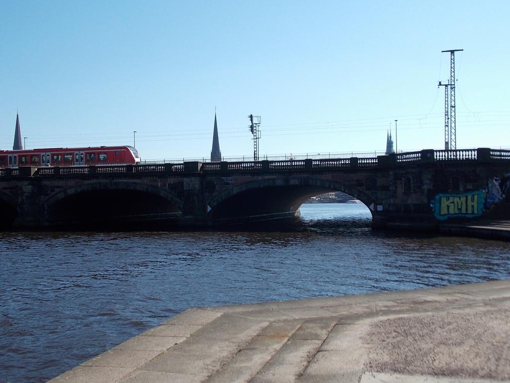 Lombardsbrücke mit S-Bahn