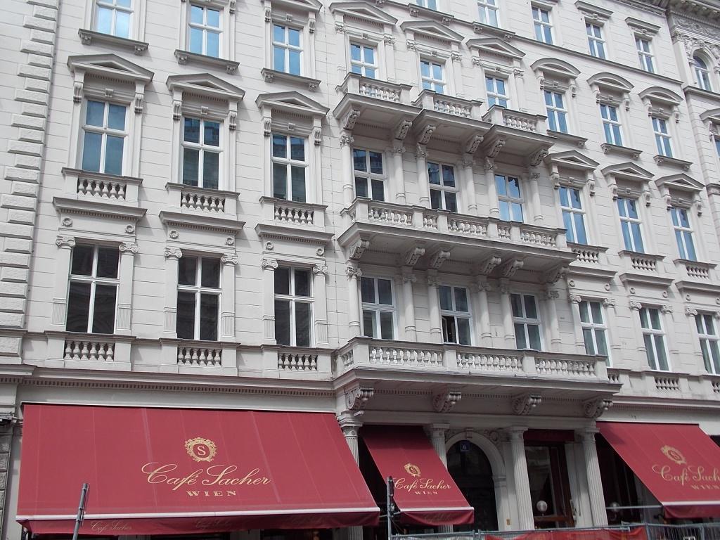 Wien Hotel Sacher und das Café Sacher ein Luxushotel, welcher bekannt ist für Original Sacher-Torte.