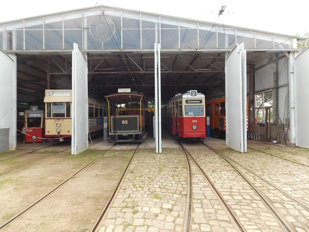 Museumsbahnhof Schönberger Strand verschiedene Straßenbahnen