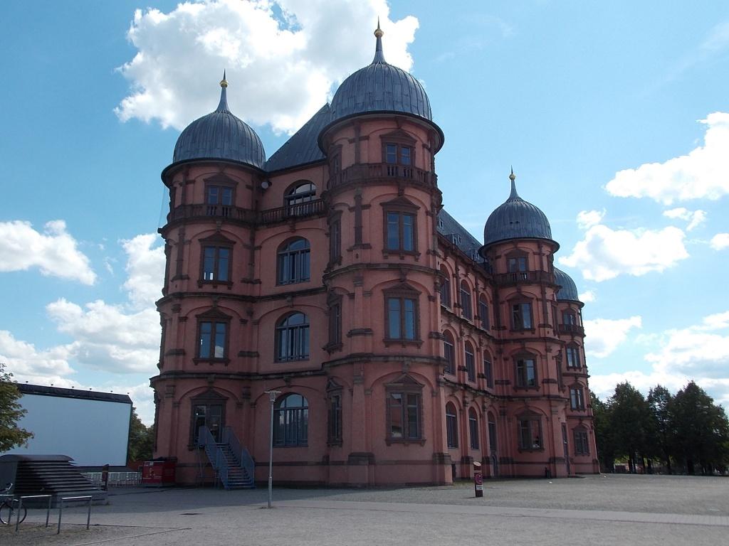Karlsruhe Schloss Gottesaue Deutsche Alleenstrasse Etappe 6