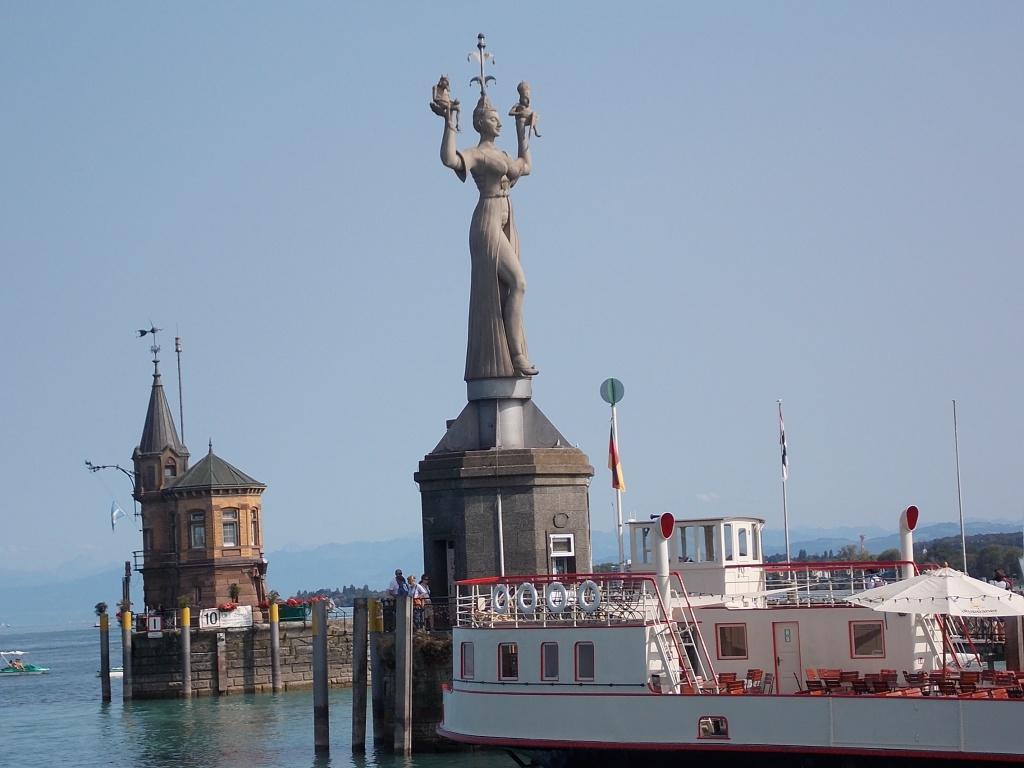 Konstanz Hafeneinfahrt Imperia Deutsche Alleenstrasse 7