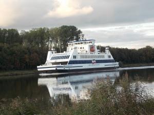 Nord-Ostsee-Kanal Fähre Wyker-Dampfschiffs-Reederei